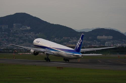 ANA B777-381 NH36@伊丹スカイパーク(by EF100-400)