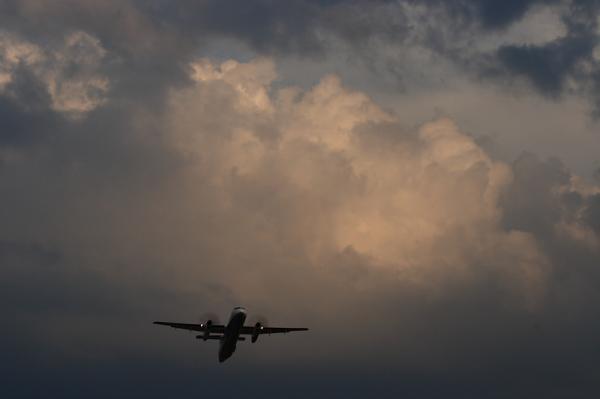 ANA DHC8-Q400 NH1835@エアフロントオアシス(by EF100-400)