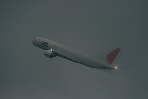 JAL B777-246 JL114@イオンモール立駐(by EF100-400)