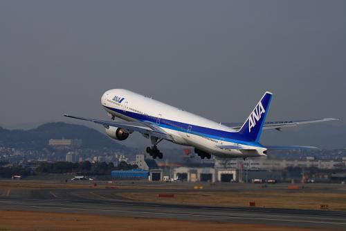 ANA B777-381 NH30@伊丹スカイパーク(by EF100-400)