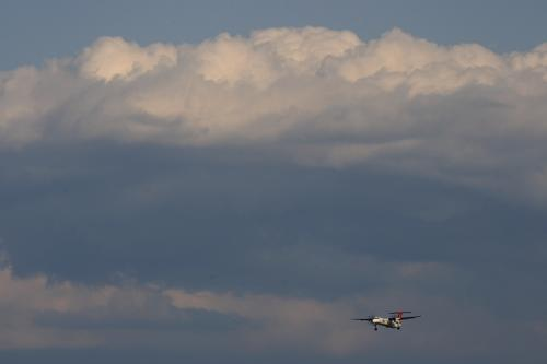 東の空 with JAC DHC8-Q400 3X2276@伊丹スカイパーク