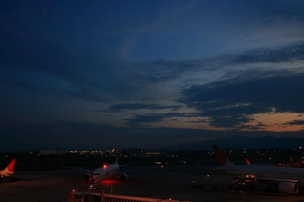JAL B777-246 JL130 PushBack@ラ・ソーラ(by SIGMA 18-50)
