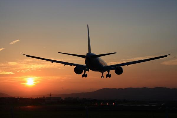 ANA B777-381ER NH2179@千里川土手(by KDX with SIGMA 18-50)