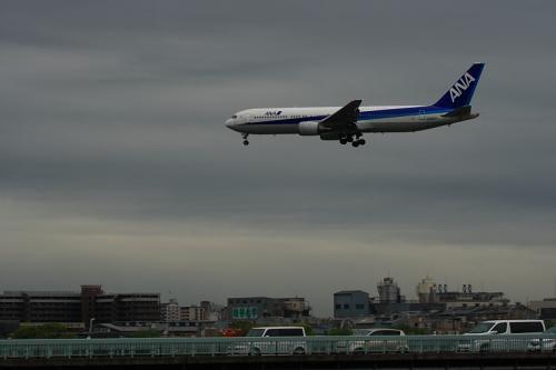 ANA B767-381 NH31@猪名川東岸軍行橋脇(by EF100-400)