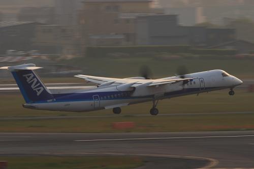 ANA DHC8-Q400 NH1639@ラ・ソーラ(by EF100-400)