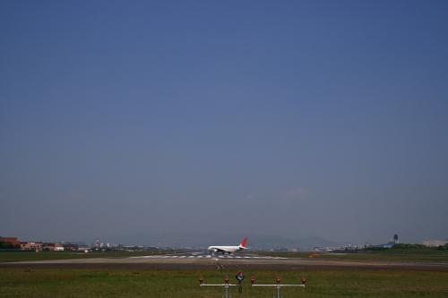 JAL B767-346 JL112@千里川土手(by SIGMA 18-50)