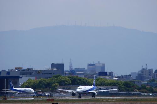 ANA A320 NH505@猪名川土手(by EF100-400)
