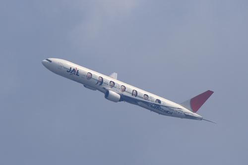 JAL B777-346 JL2081@自宅2階(by EF100-400)
