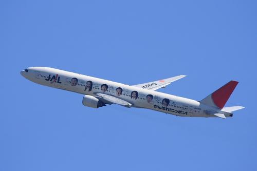 JAL B777-346 ガンバレニッポン特別塗装機 JL2001@大鹿TSUTAYA駐車場(by EF100-400)