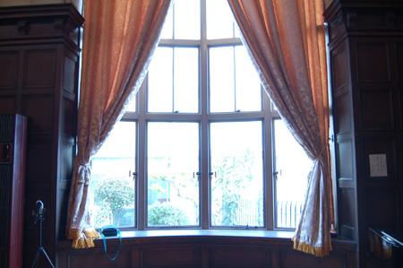自泉会館(窓)