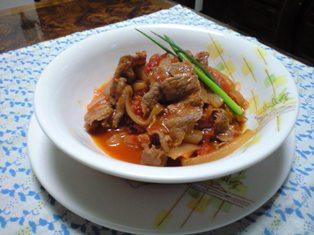 牛肉と新玉葱のトマト煮