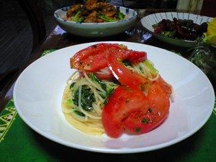 トマトとレタスのパスタ