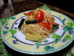 ズッキーニとトマトの冷たいパスタ