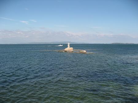 海の中の上陸大師像