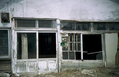 街中の廃屋