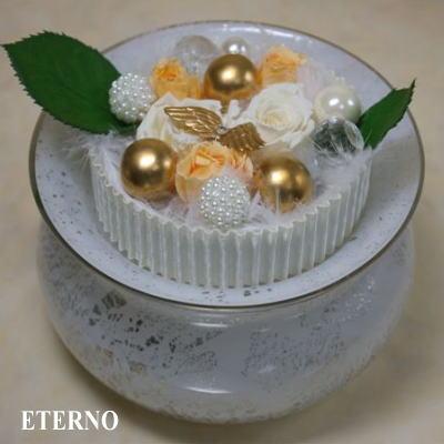 ペットの骨壷手元供養のためにデザインされたガラス製骨壷エテルノ(プラチナ)
