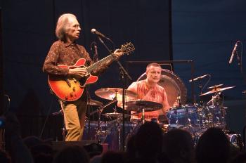 Steve_Howe_and_Carl_Palmer.jpg