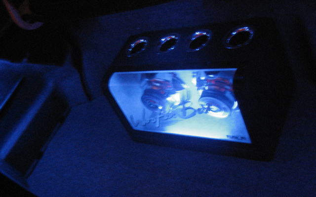 トランク内ネオン管