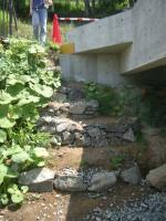 降雨後の積み石