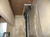押入の中の排水管