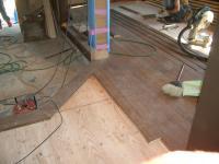 床貼り作業