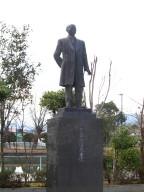 犬童球渓銅像