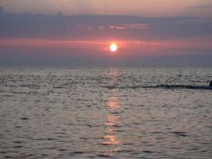 太陽が沈む先は佐渡ヶ島