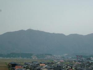 朝の弥彦山