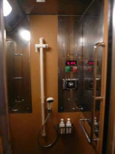 電車のためブレブレです。シャワー室