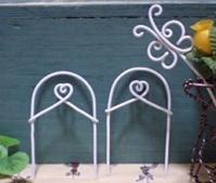 フェンスと蝶