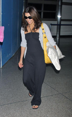 eva-longoria-lax-pillow-4278-4.jpg
