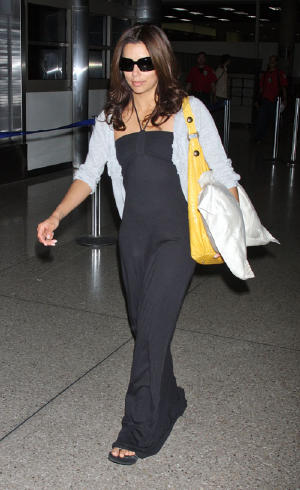eva-longoria-lax-pillow-4278-8.jpg