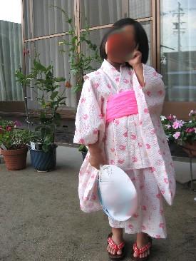 娘4才浴衣で花火