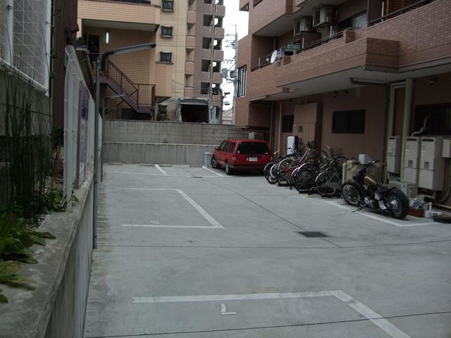 roomoon 駐車場