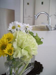 花のあるキッチン