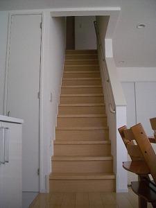 080317ストレート階段.jpg