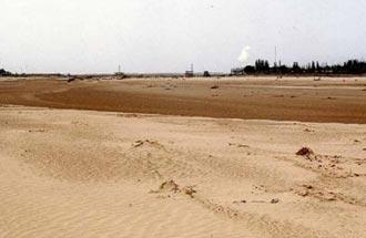 水の代わりに黄砂が流れる砂川です