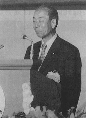 統一協会系の集まりで挨拶する福田(父)