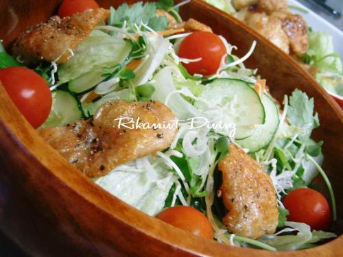 DSCF6・12鶏皮せんべいサラダ