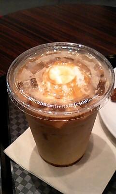アイスキャラメルラテ(R)@Cafe CROISSANT