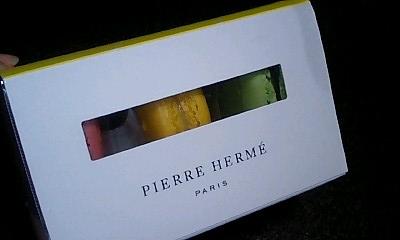 3個入の箱@PIERRE HERME boutiques AOYAMA