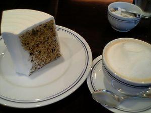 080603カフェパパス・チョコレートチップとアーモンドのシフォンケーキとカフェオレ