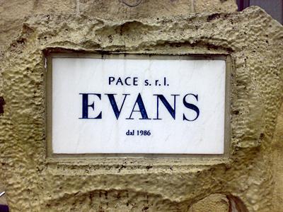 エバンス 看板
