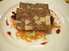 牛肉とタケノコのゼリー寄せ。