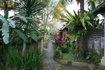 ワルサ・ガーデン・バンガローの中庭