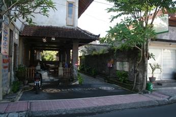 ワルサ・ガーデン・バンガロー(ロスメン)の入り口