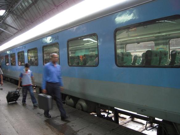アグラー行き列車