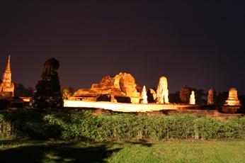 アユタヤ遺跡のライトアップ