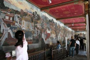 ワット・プラケオの壁画の修復作業