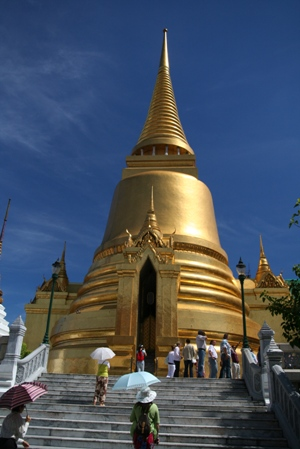 ワット・プラケオの黄金の仏塔(プラ・スィー・ラタナ・チェディ)